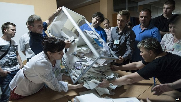 Votes counted at Kiev polling station. 25 May 2014