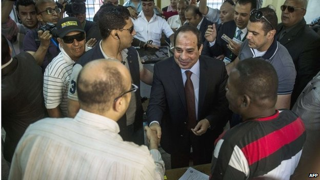 Abdul Fattah al-Sisi at polling station in Cairo (26/05/14)