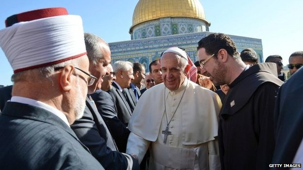 Pope Francis visits the Dome of the Rock in Jerusalem's Old City (26 May 2014)