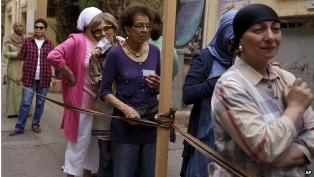 Voters queue in Cairo (26/05/14)