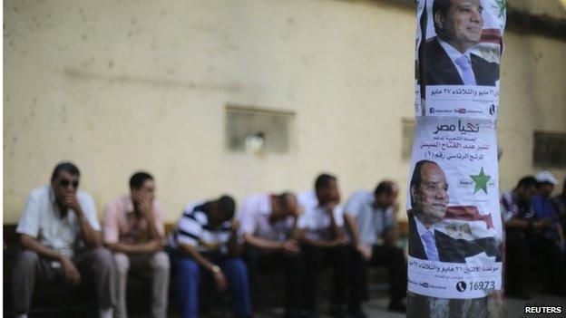 Abdul Fattah al-Sisi campaign posters in Cairo (26/05/14)