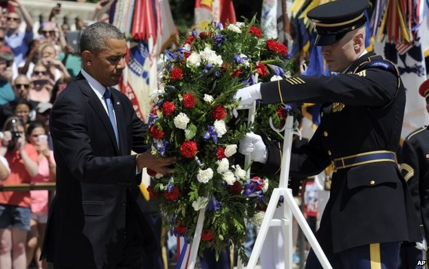 Mr Obama lays a wreath