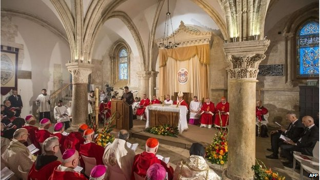 Pope Francis holds mass in the Cenacle or Upper Room in Jerusalem's Old City (26 May 2014)