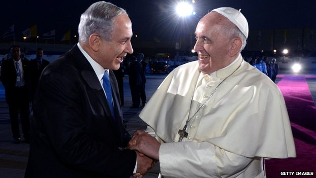 Pope Francis shakes hands with Israeli Prime Minister Benjamin Netanyahu as he departs at Ben Gurion International Airport - 26 May 26, 2014