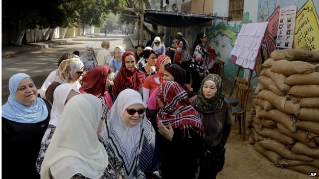 Women queue to vote in Cairo (27/05/14)