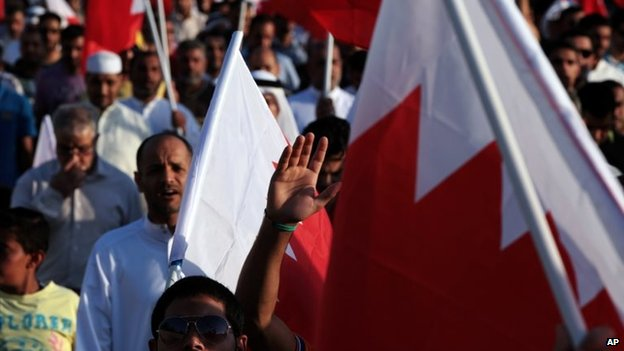 Bahraini anti-government protesters wave national flags during a march in Malkiya, (16 May 2014)