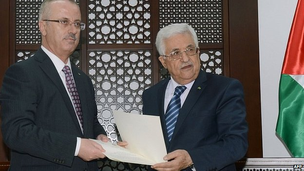Rami Hamdallah, left, and Mahmoud Abbas. 29 May 2014