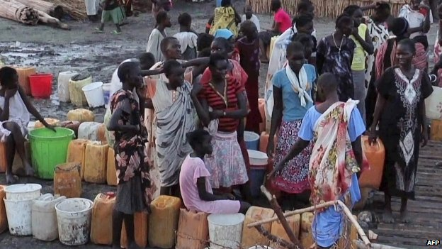 Displaced people gathering water at a UN camp in Bentiu, South Sudan - April 2014