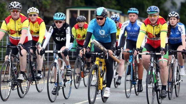 Sir Dave Brailsford and cyclists