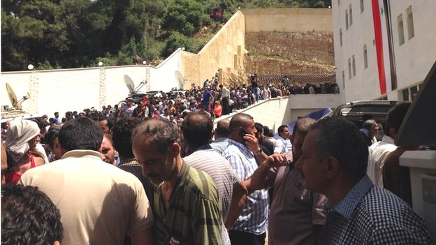 Syrians queue to vote in Beirut (29/05/14)