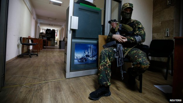 Armed pro-Russian militiaman from the Vostok (Eastern) Battalion guards an entrance in the Donetsk regional administration building (30 May)