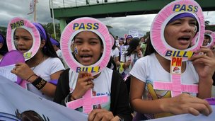 Protestors in Philippines in favour of a bill providing contraception to the poor