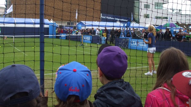 Children watching Agnieszka Radwanska practice in 2013