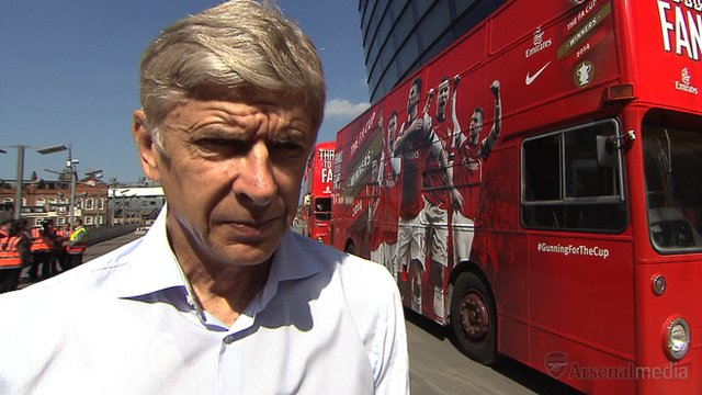 Arsene Wenger signs new Arsenal deal