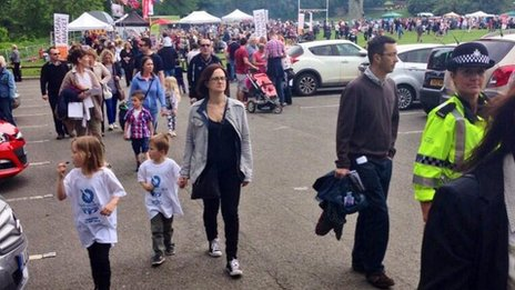Congleton crowds arriving