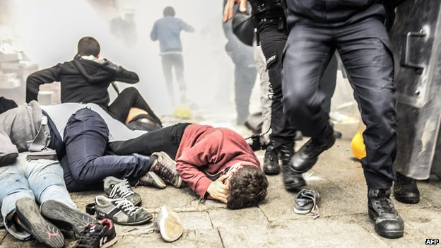 Police fire tear gas on Istiklal avenue