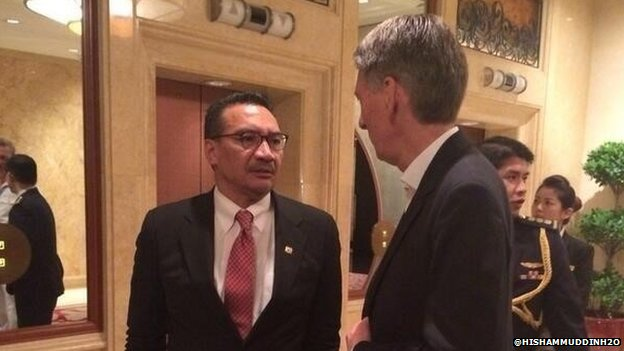 Malaysian Defence Minister Hishamuddin Hussein with Philip Hammond