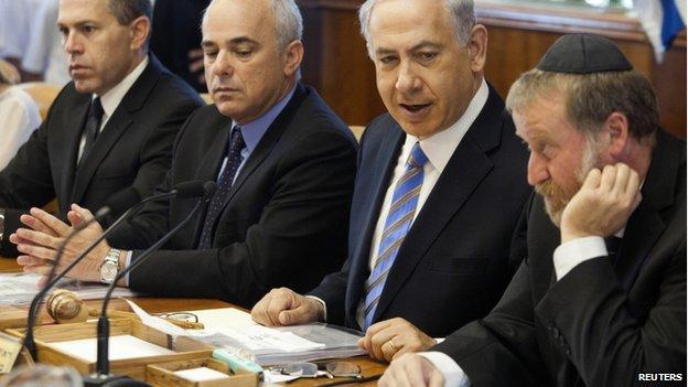 Benjamin Netanyahu (2nd from right) and cabinet members in Jerusalem (1 June 2014)