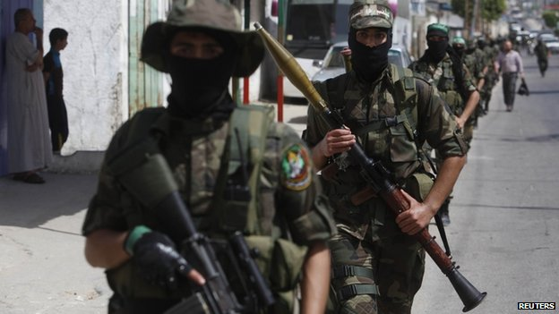 Hamas militants in the southern Gaza Strip (29 May 2014)