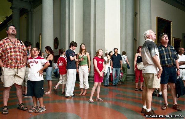Audience 1 Florence, 2004 by Thomas Struth