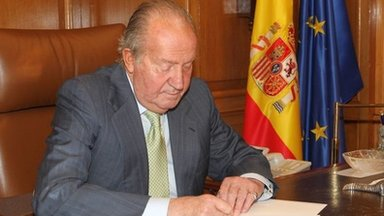 King Juan Carlos signing his abdication letter ( 2nd June 2014)