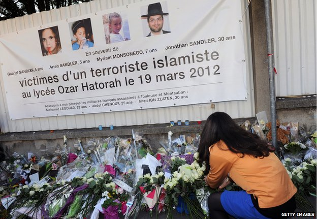 Flowers laid at Jewish school in Toulouse to remember victims of Mohammed Merah (March 2012)