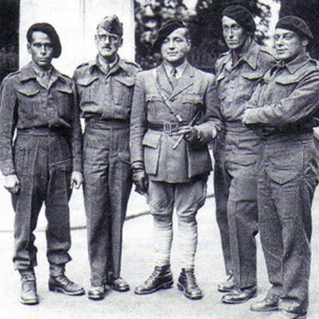 Cremieux-Brilhac (far left) and fellow soldiers