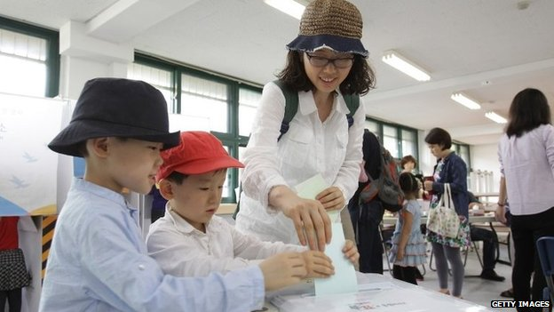 South Koreans cast their votes in a polling station on 4 June 2014 in Seoul, South Korea