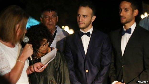 Tzipi Livni presides at gay wedding
