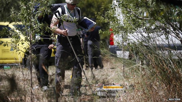 Radar equipment being used in Madeleine McCann search