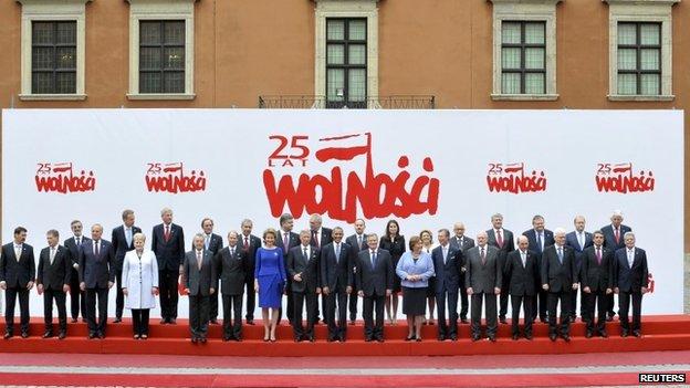 US President Barack Obama (C) and Poland's President Bronislaw Komorowski, together with Central and Eastern European leader