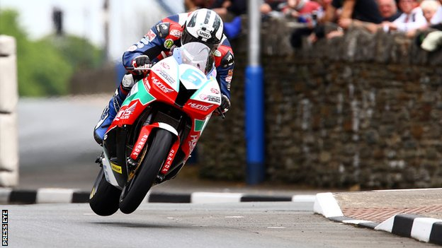 Michael Dunlop in action on his Supersport bike at the Isle of Man TT