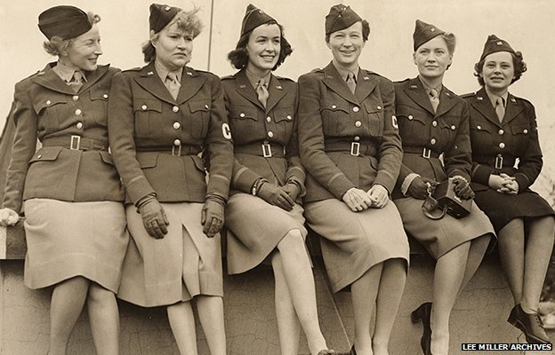 Mary Welsh, Dixie Tighe, Kathleen Harriman, Helen Kirkpatrick, Lee Miller, Tania Long, London, England 1942' Unknown Photographer, Lee Miller Archives, England 2014. All rights reserved.