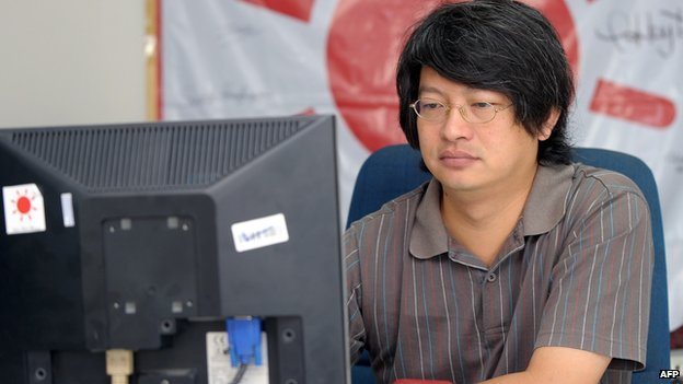 Sombat Boonngamanong checks his Facebook page at his office in Bangkok (14 October 2010)
