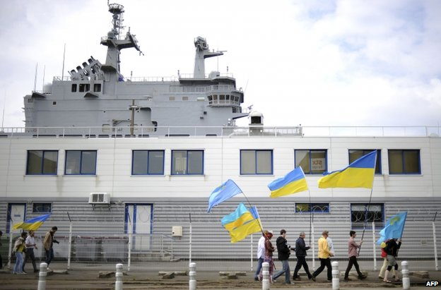 Pro-Ukrainian protesters near the French-built Vladivostok warship to be sold to Russia in Saint-Nazaire, western France, 1 France