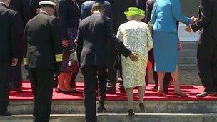 http://news.bbcimg.co.uk/media/images/75351000/jpg/_75351623_obama_queen.jpg
