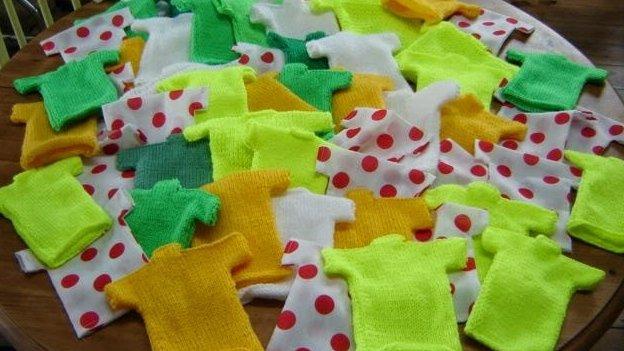 Miniature knitted jerseys