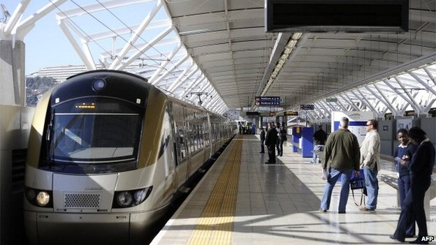 Passengers wait to get on the Gautrain, Africa's first high-speed rail line, on 2 August 2011 in Pretoria