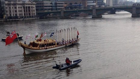 Baton relay on Gloriana
