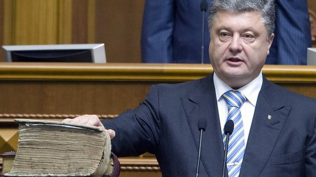 Petro Poroshenko is sworn in as president of Ukraine