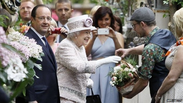 The Queen was presented with fresh bouquets during her tour of the flower marke