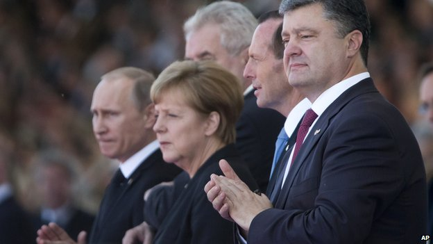 Ukraine's President-elect Petro Poroshenko (R), German Chancellor Angela Merkel (C) and Russian President Vladimir Putin (L) applaud during the commemoration of the 70th anniversary of D-Day in Ouistreham, western France on 6 June 2014