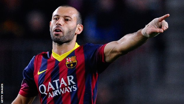 Barcelona player Javier Mascherano has signed a new contract