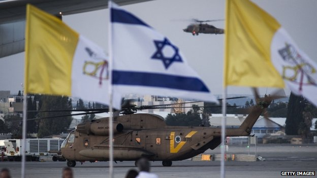 An Israeli military helicopter arrives with Pope Francis on board at Tel Aviv (May 2014)