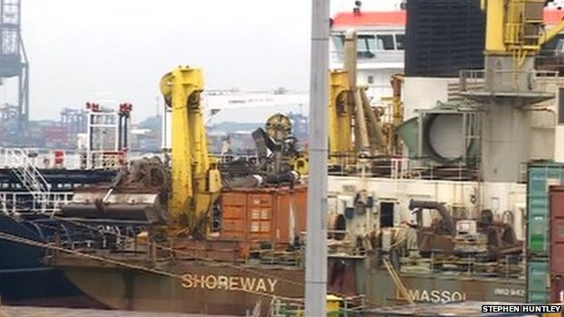 Shoreway dredger