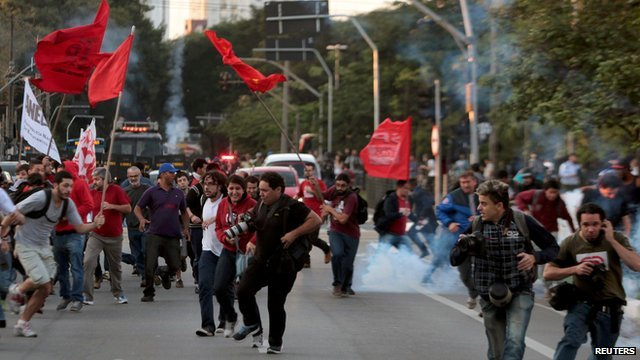 Protests in Sao Paulo tear-gassed by police (9 June)