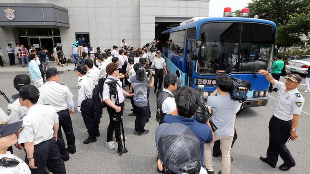 Sewol ferry captain Lee Joon-seok arrives by bus at the court in Gwangju where he will stand trial on 10 June, 2014