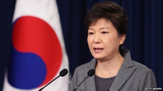 South Korean President Park Geun-Hye weeps during an address to the nation about the sunken ferry Sewol at the presidential Blue House on 19 May 2014 in Seoul, South Korea