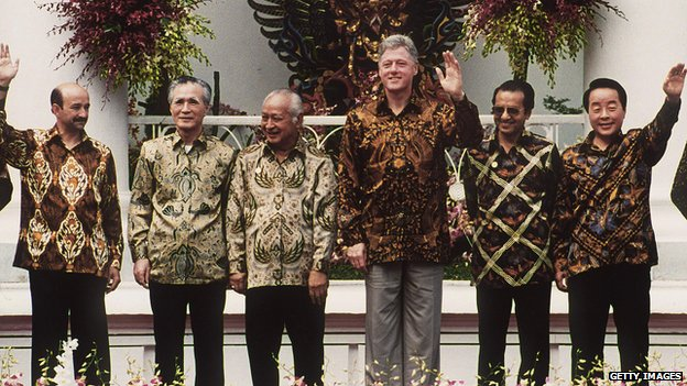Bill Clinton with other Pacific leaders in Indonesia in 1994