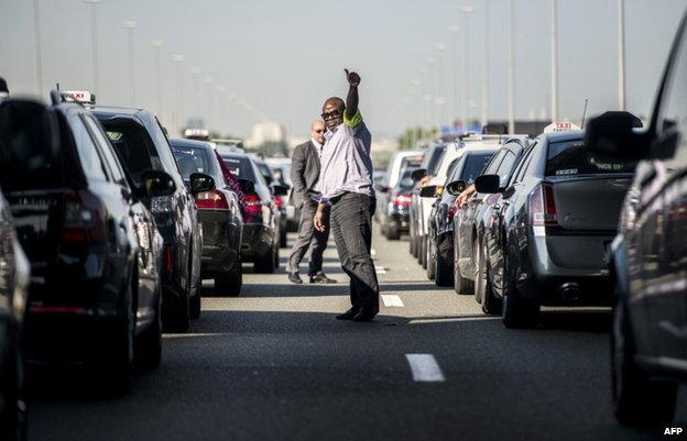 Cab drivers blocked access to Roissy airport near Paris